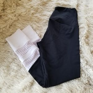 Onzie black and white leggings medium